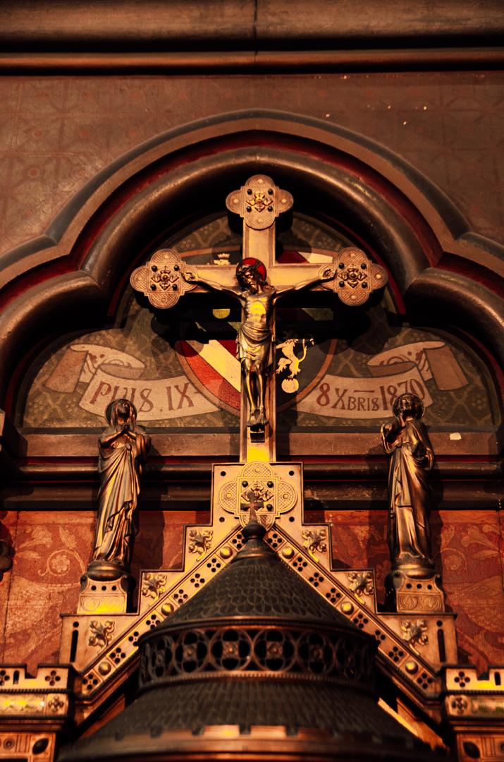 chapelle saint joseph cathedrale notre dame de la treille lille crucifix 2415