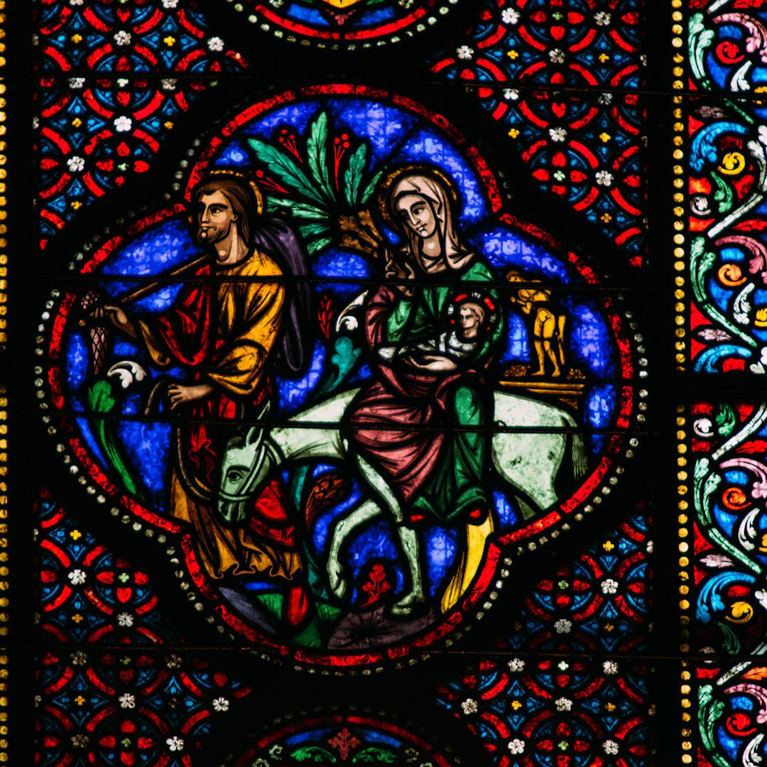 la fuite en egypte vitrail chapelle absidiale notre dame de la treille lille