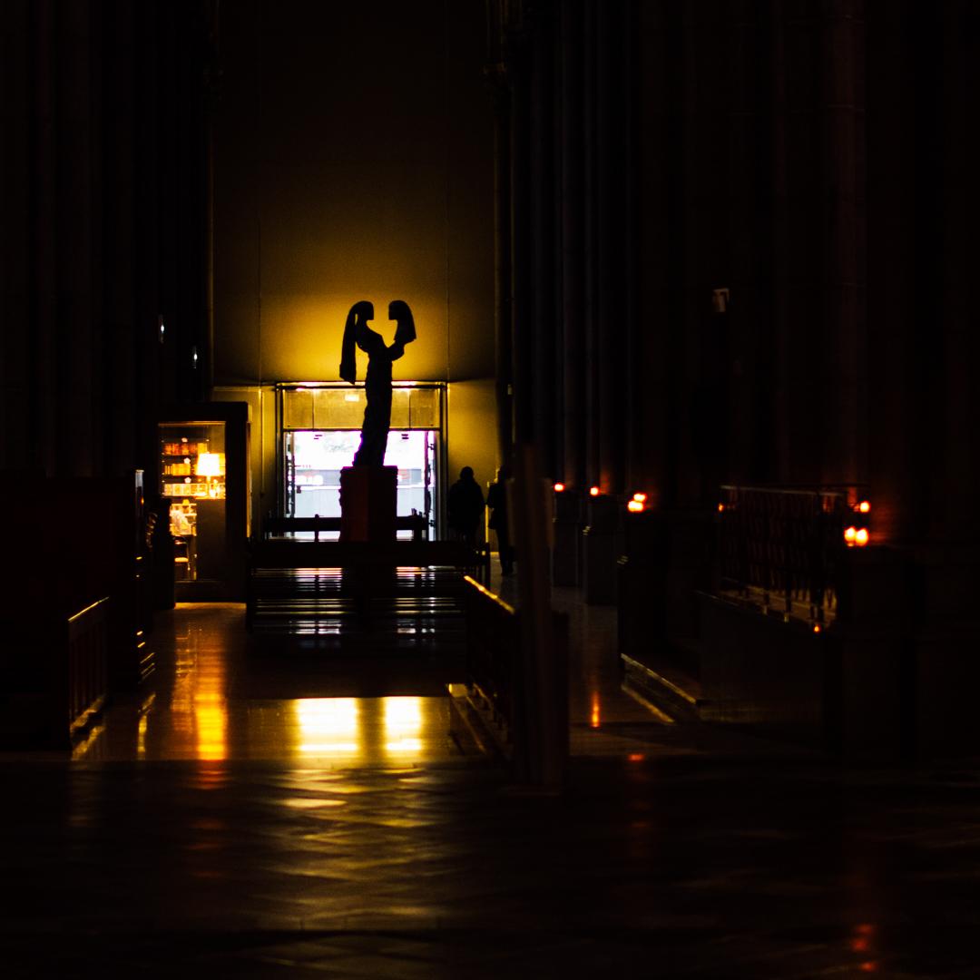 statue de la paix la paix soit avec toi cathdrale notre dame de la treille lille 3700