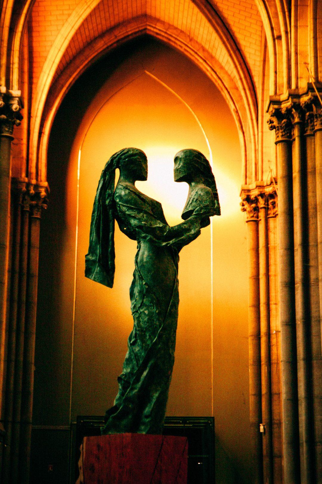 statue de la paix la paix soit avec toi cathdrale notre dame de la treille lille