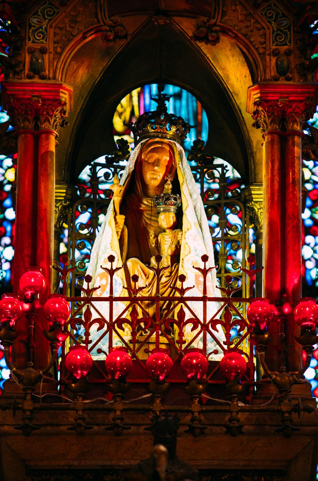 statue de notre dame de la treille cathédrale notre dame de la treille lille