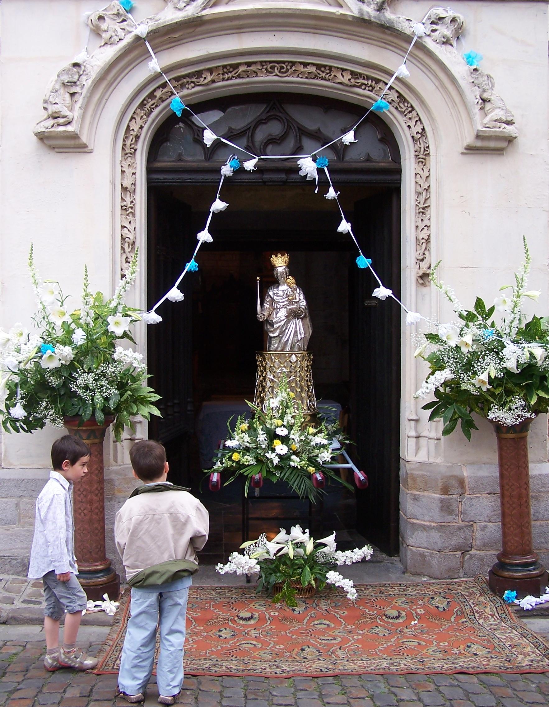 Procession Notre-Dame de la Treille LILLE 21 juin 2009 001