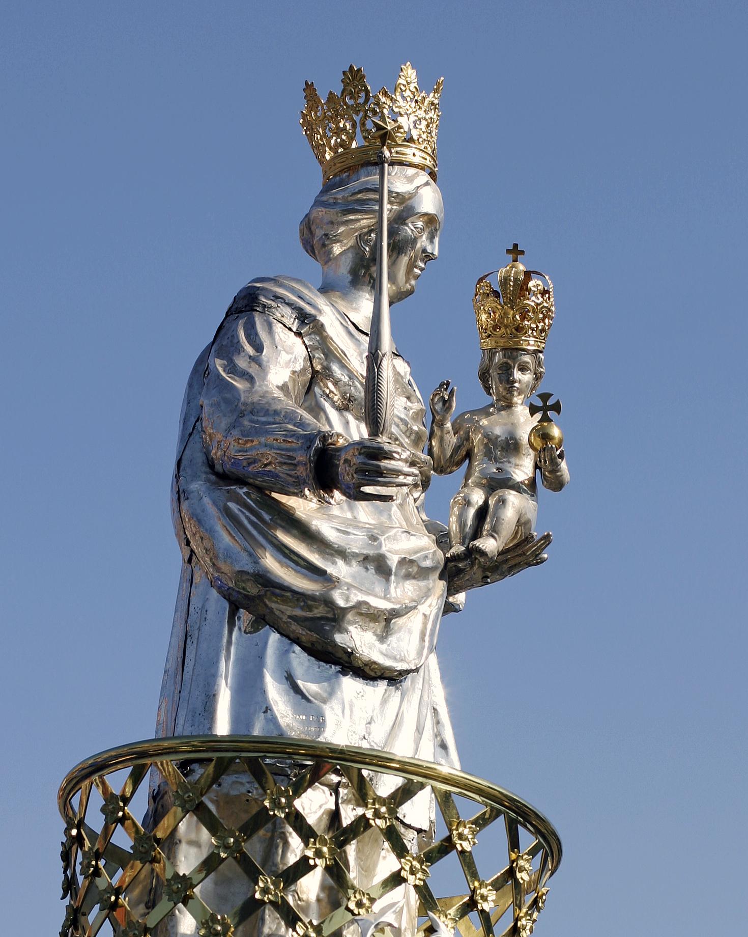 Statue_Notre-Dame de la Treille_Tournai_2