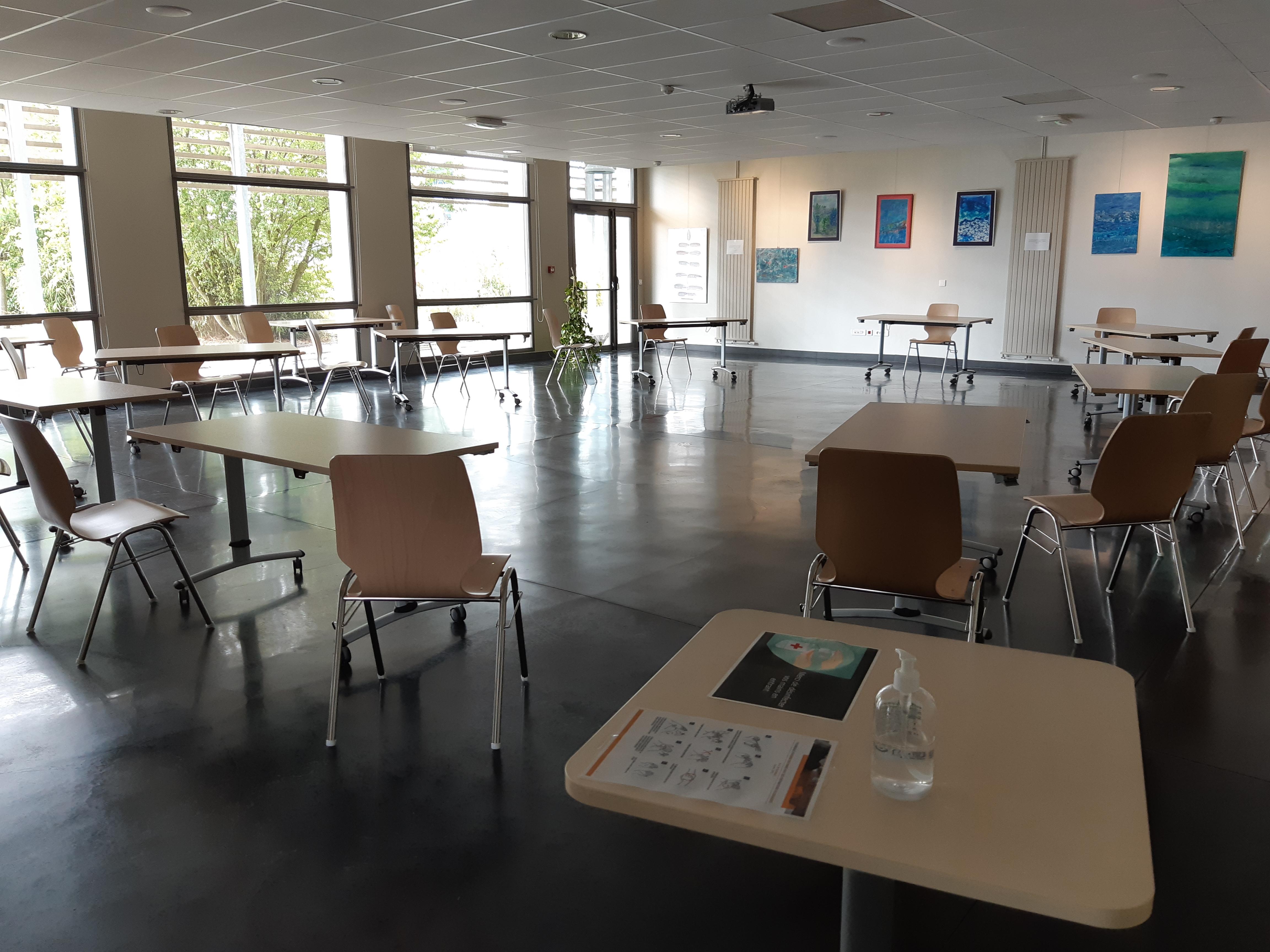 20200923_150128 25 personnes tables et chaises
