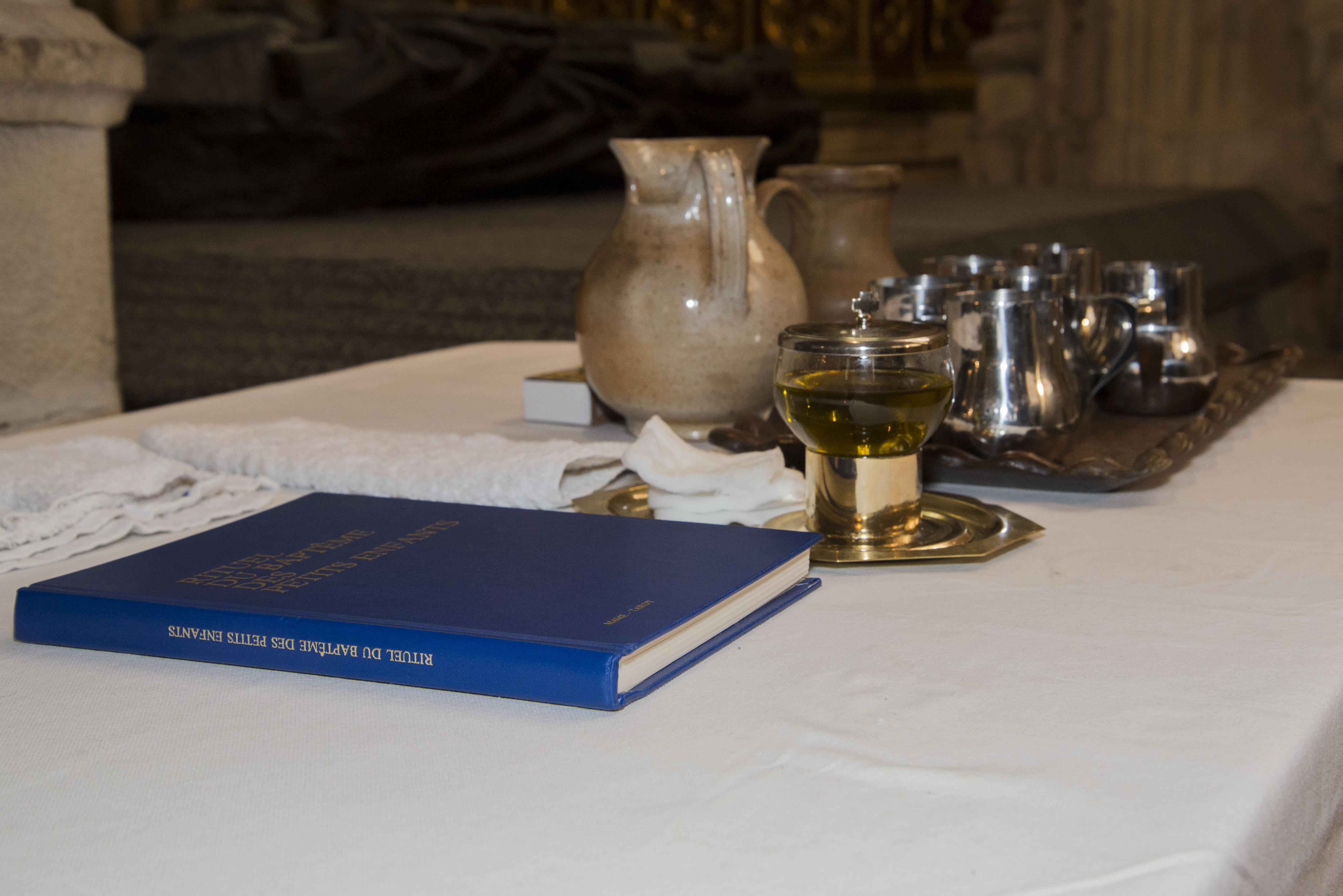 15 eau, saint-chrême, huile pour le baptême