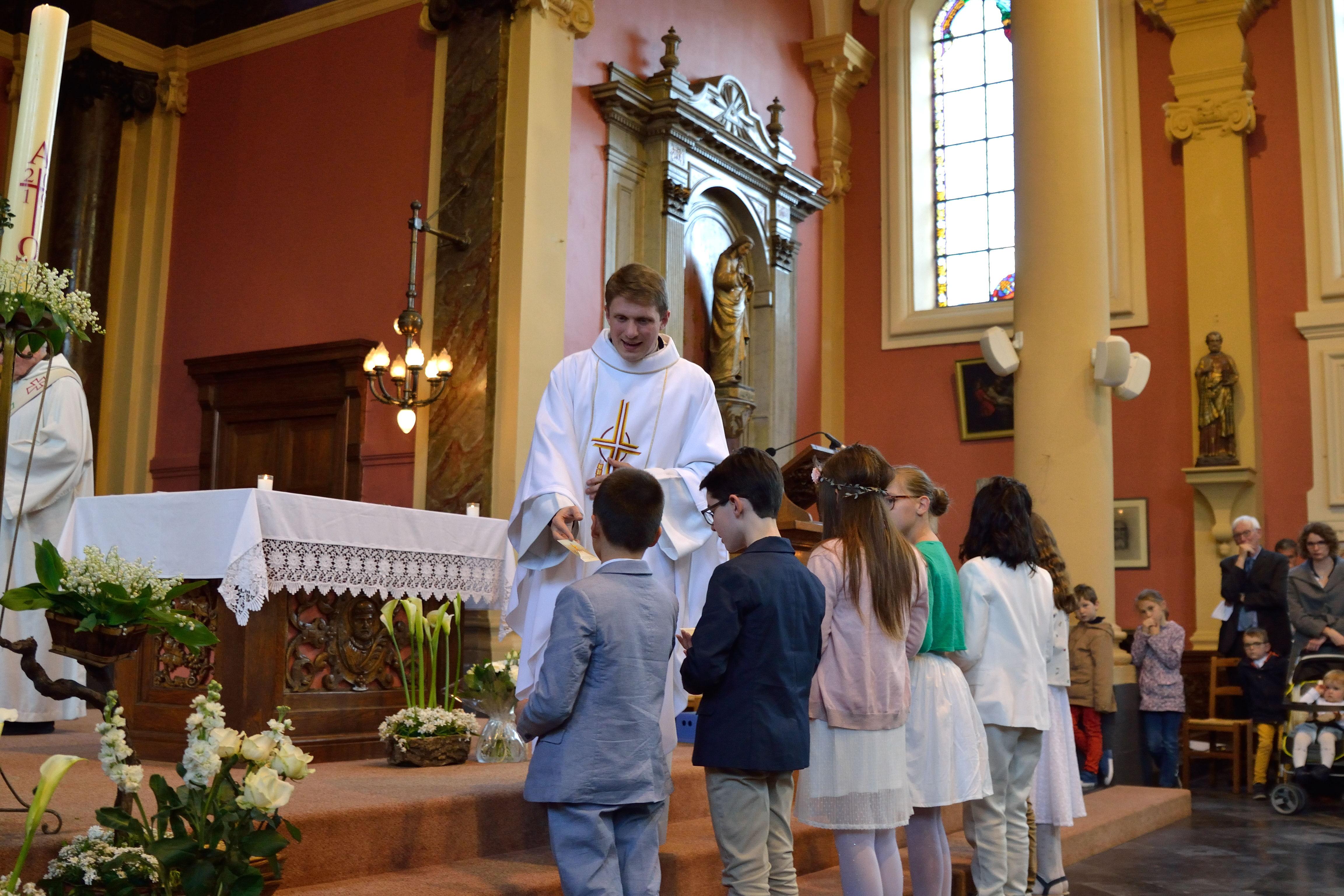 16 célébration de premières communions